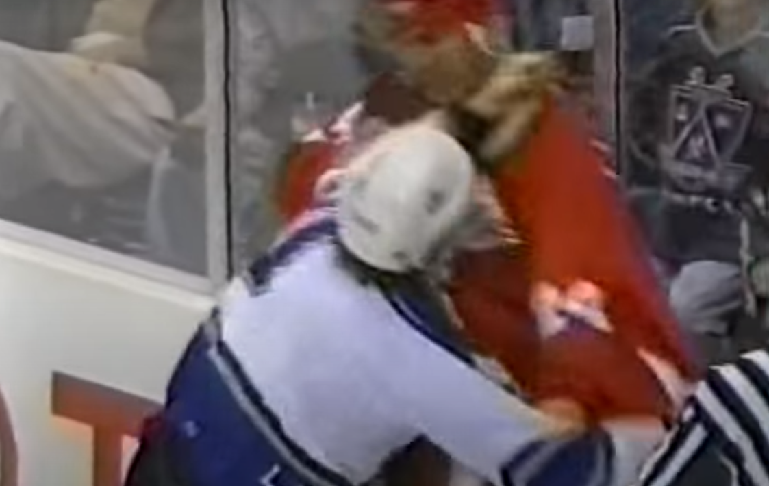 Luc Robitaille vs. Chris Chelios