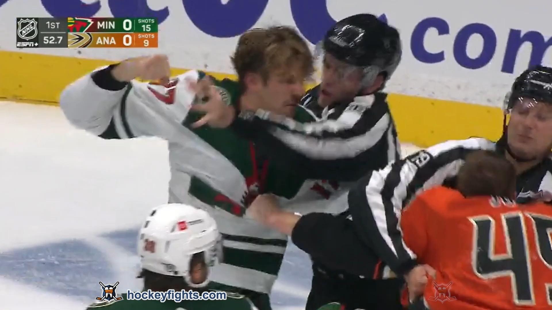 Marcus Foligno vs Max Jones